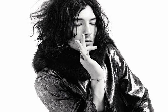 ezra-miller-khong-chi-la-mot-the-flash-de-thuong-5