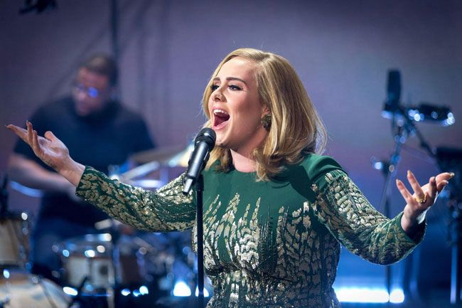 Nữ ca sỹ Adele cũng đang được mời hợp tác thể hiện ca khúc trong phim