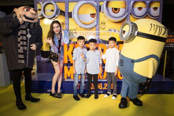 Nữ ca sỹ Hồ Ngọc Hà đến tham gia buổi công chiếu phim