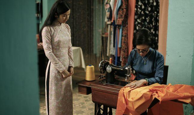 Cô Ba Sài Gòn đề cao giá trì tà áo dài