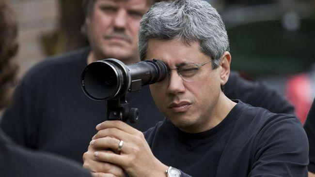 Siêu bão địa cầu là bộ phim đầu tiên Dean Devlin làm đạo diễn