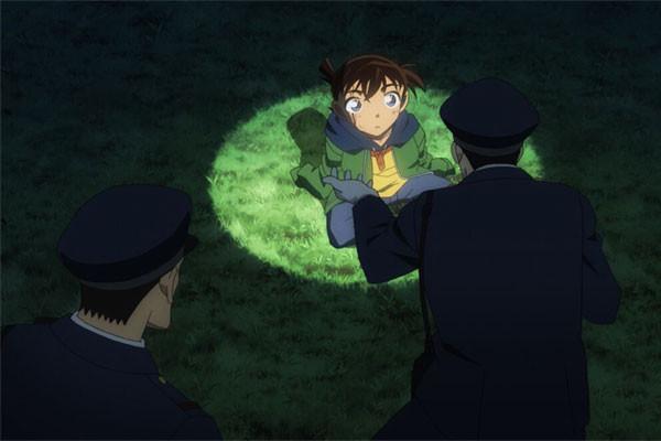 Bộ phim được bắt đầu từ hình ảnh Shinichi Kudo bị uống thuốc độc và trở thành Conan