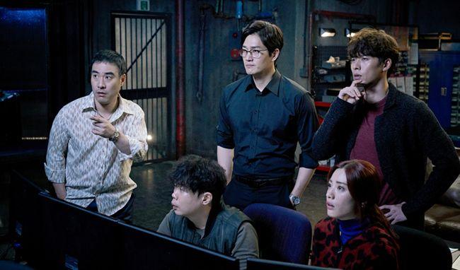 Vòng xoáy lừa đảo quy tụ những cái tên gạo cội nhất của điện ảnh Hàn Quốc
