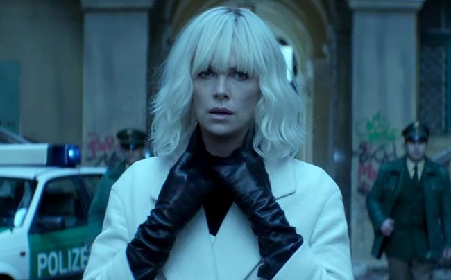 Tạo hình của diễn viên Charlize Theron trong phim Điệp viên báo thù