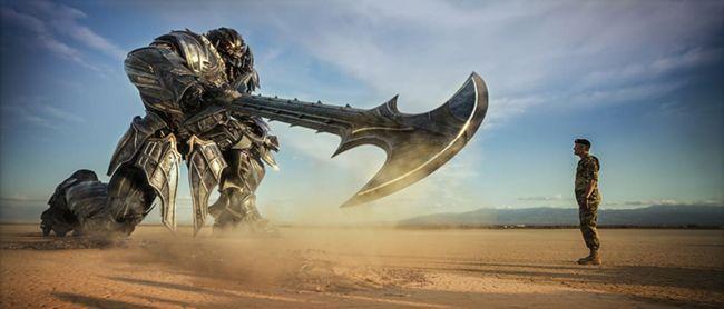 Transformers: The Last Knight bị chê khó hiểu