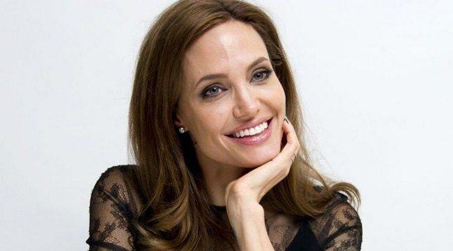Angelina Jolie đã trải qua một năm đầy khủng hoảng