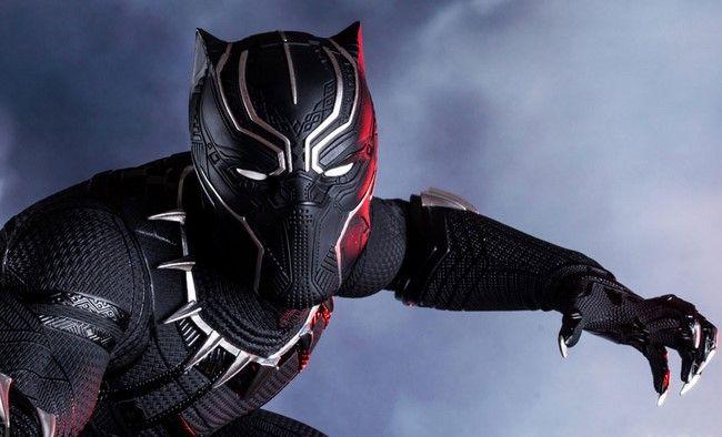 Giống như hầu hết các siêu anh hùng của Marvel khác, T'Challa không che dấu danh tính của mình khi trở thành Black Panther
