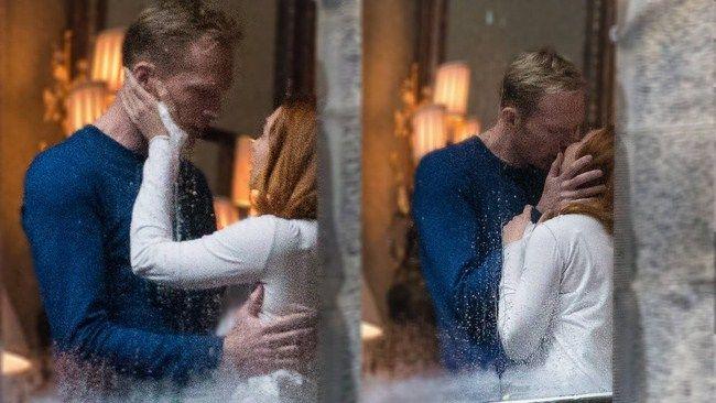 Những bức ảnh được chụp tại phim trường Infinity War cho thấy mối quan hệ giữa Wanda và Vision đã tiến thêm một bước cao hơn