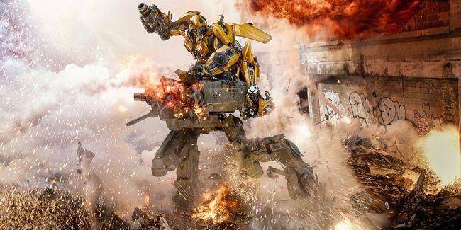 Bumblebee chiến đấu với các Decepticons