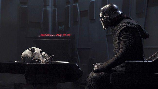 Kylo Ren bị ám ảnh bởi Dath Vader
