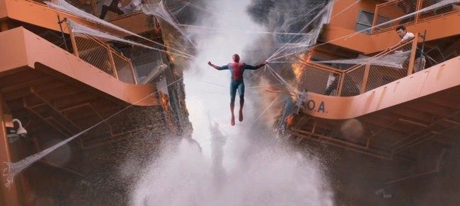 Spider Man cố gắng bảo vệ an toàn cho người dân