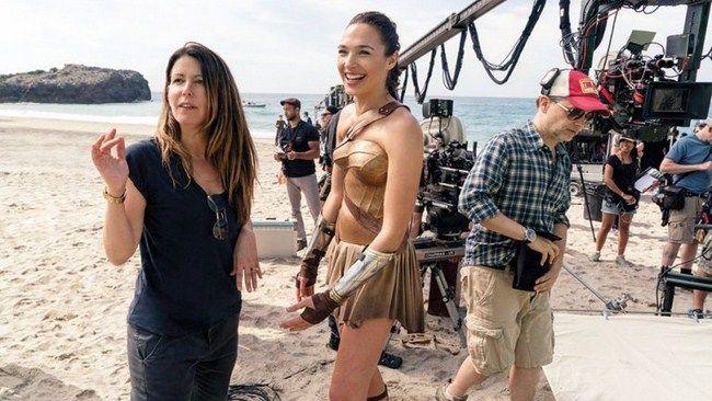 Warner Bros đang giúp Patty Jenkins giành được đề cử cho hạng mục Đạo diễn xuất sắc nhất