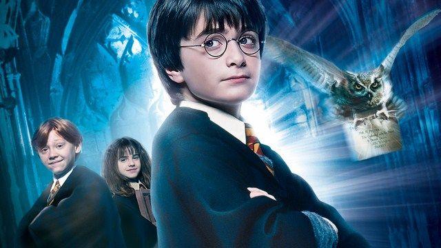 Phần phim đầu tiên Harry Potter và Hòn Đá Phù Thủy là phần phim được đánh giá thấp nhất