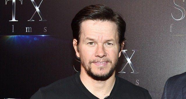 Mark Wahlberg vượt mặt Dwayne Johnson để tở thành nam diễn viên có thu nhập cao nhất năm 2017