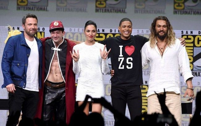 Các diễn viên và thành viên của đoàn làm phim luôn khẳng định Josh Whedon chỉ giúp Zack Snyder hoàn thiện nốt bộ phim