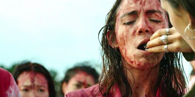 Sắc đỏ là màu chủ đạo của bộ phim, các chi tiết máu me cũng xuyên suốt bộ phim