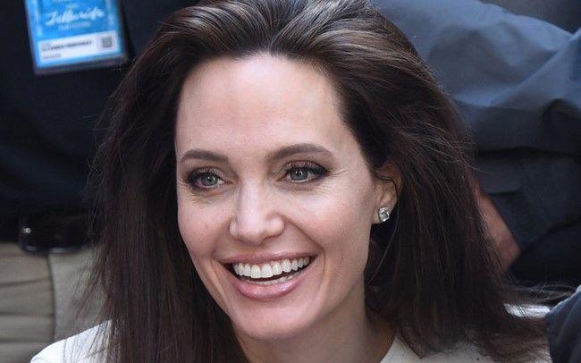 Angelina Jolie vẫn sẽ tiếp tục tham gia dự án
