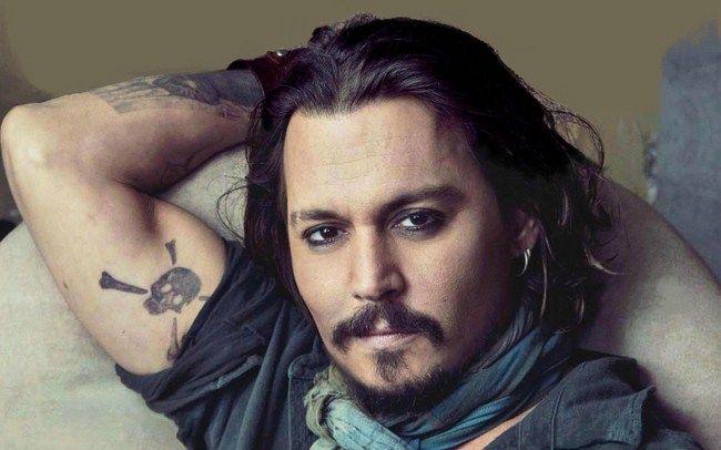 Tim Burton từng đề cử Johnny Depp cho vai Bruce Wayne nhưng không thành