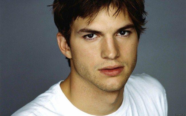 Ashton Kutcher cũng không có duyên với phim siêu anh hùng khi bỏ lỡ cả hai vai diễn Batmna và Superman