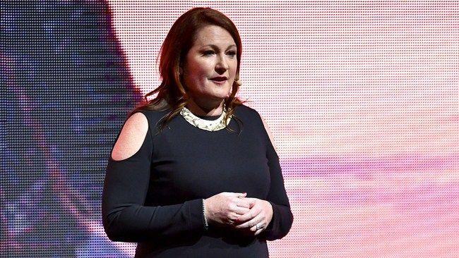 Bà Colligan - Chủ tịch Marketing và phân phối toàn câu của hãng Paramount Picture lên tiếng bảo vệ Mother!