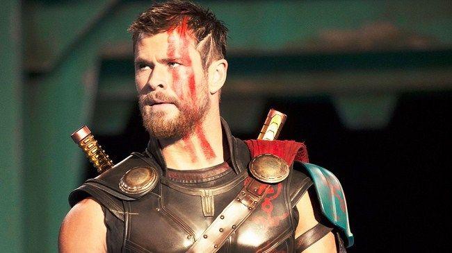 Thor đang thực hiện nhiệm vụ ngoài vũ trụ nên không hề hay biết về tình hình của Asgard