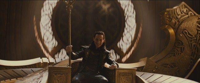 Loki đã soán ngai vàng trong khi Thor không có mặt tại Asgard và Odin đang ngủ đông