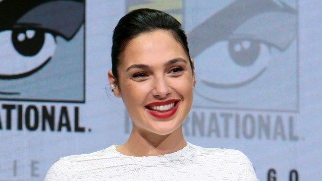 Tin đồn về việc Gal Gadot sẽ rút khỏi dự án Wonder Woman 2 nếu Brett Ratner tiếp tục dính lứu tới dự án được lan truyền với tốc độ chóng mặt