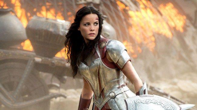 Vì Jamie Alexander bị vướng lịch trình nên cô không thể xuất hiện trong Thor: Ragnarok