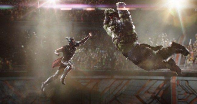 Thor: Ragnarok cán mốc doanh thu 500 triệu USD